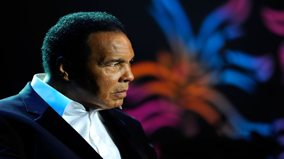 Muhammad Ali's Daughter Shares Intimate Details About His Last Moments: 'For 30 Minutes..His Heart Just Kept Beating'