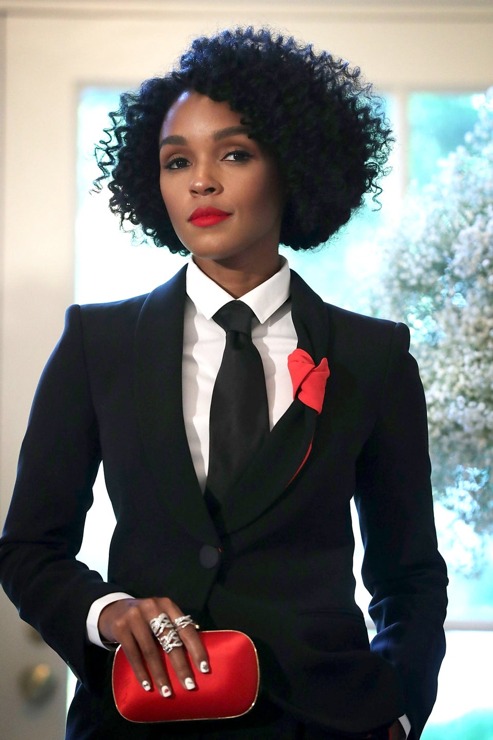 Janelle Monáe Shares Stunning 'No Make-Up' Selfie and Lets down Natural Hair