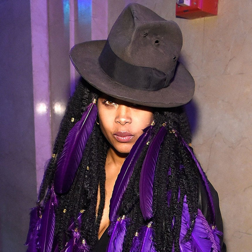 Erykah Badu Plays Palm Reader For Fans on Twitter