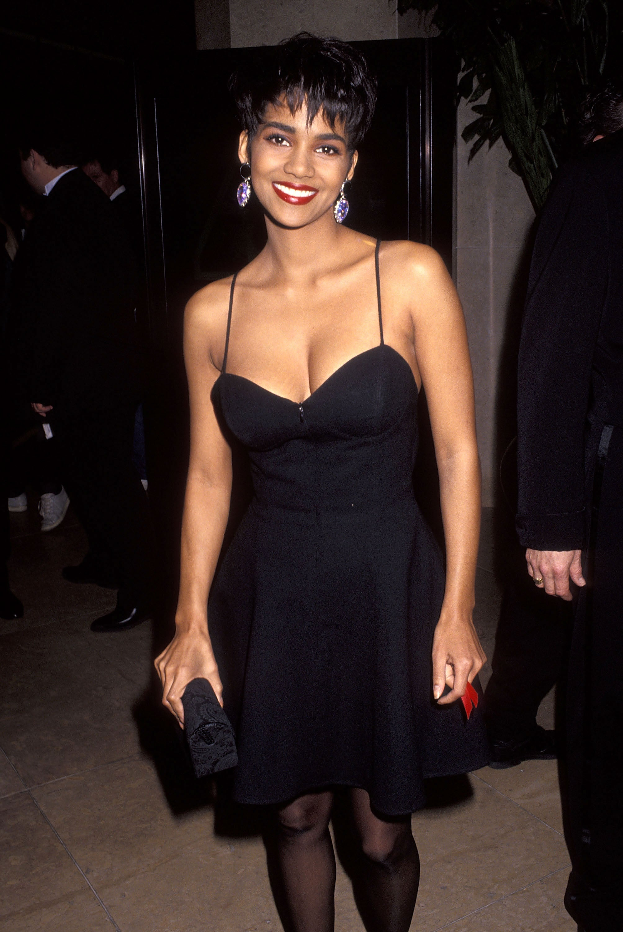a52874f3ab2 31 Throwback Photos of Halle Berry s Fabulous  90s Style