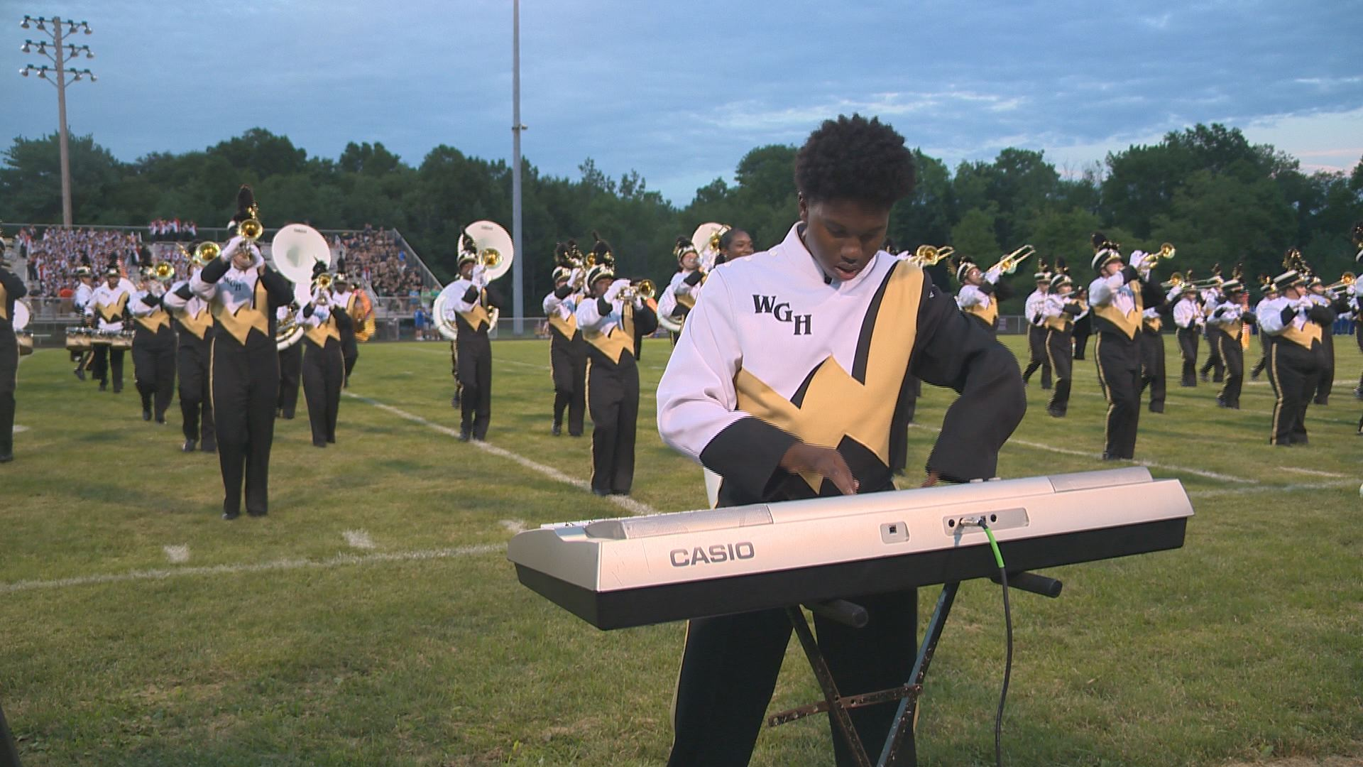 Inspiring Teen Musician With Prosthetic Legs & Four Fingers Shines In High School Band