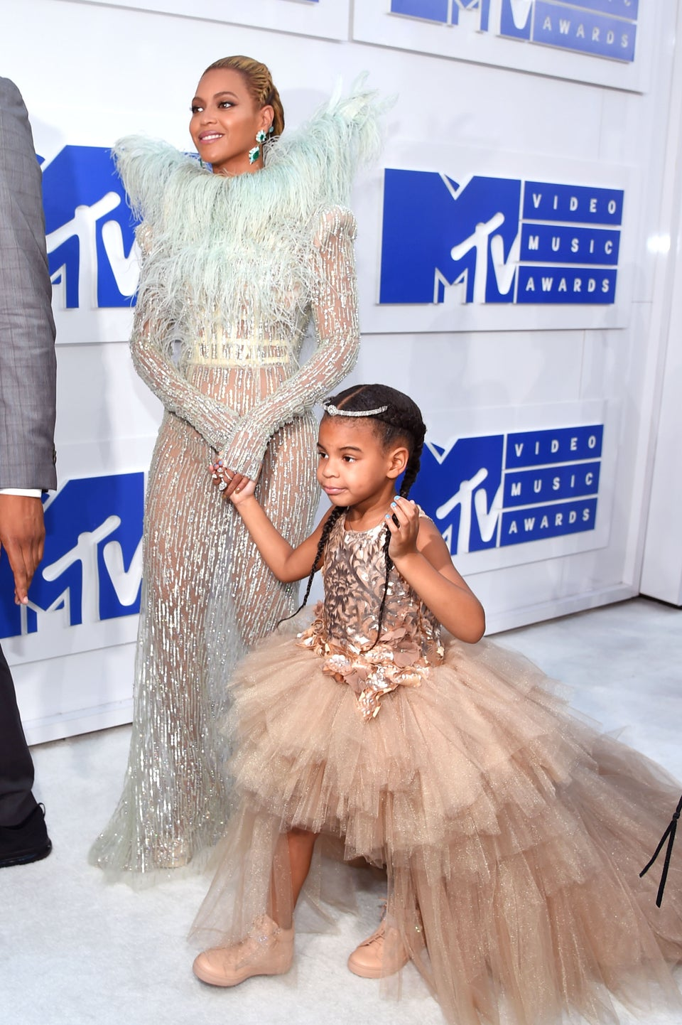 Beyoncé & Blue Ivy Are Braided Beauties On The VMAs Red Carpet