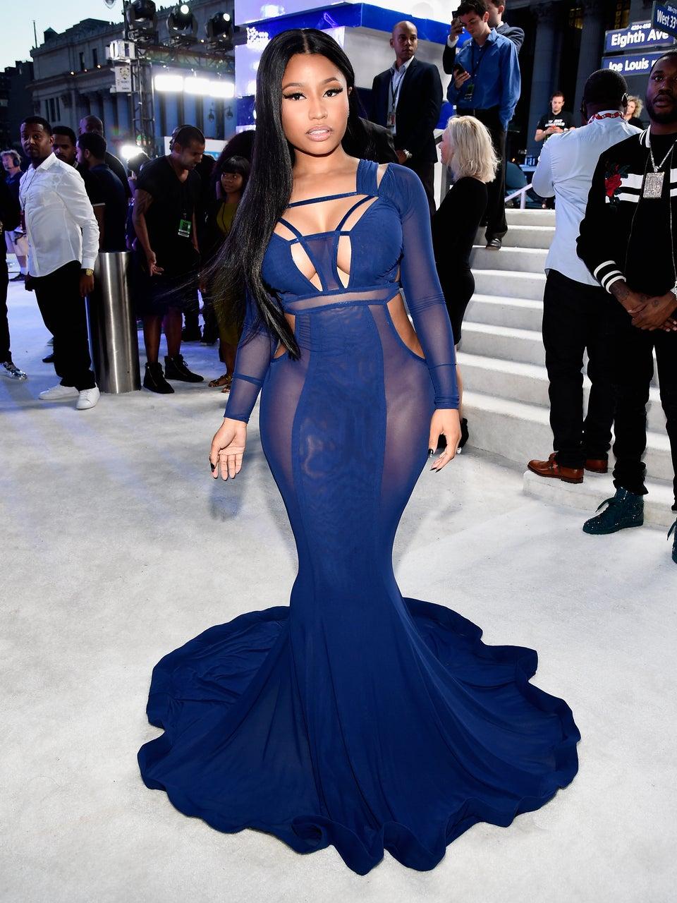 Nicki Minaj Won the VMA Red Carpet in Fab Flowing Navy Gown