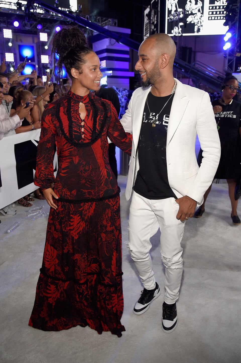 """Swizz Beatz Defends Alicia Keys' Makeup Free Look, """"Why Are You Mad?"""""""