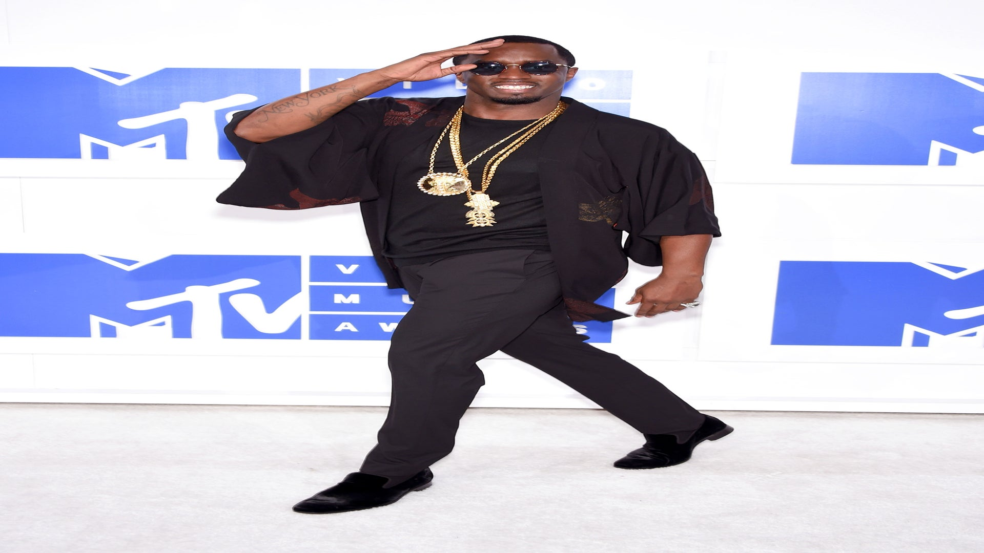 Diddy Rocks Kimono on VMAs Red Carpet