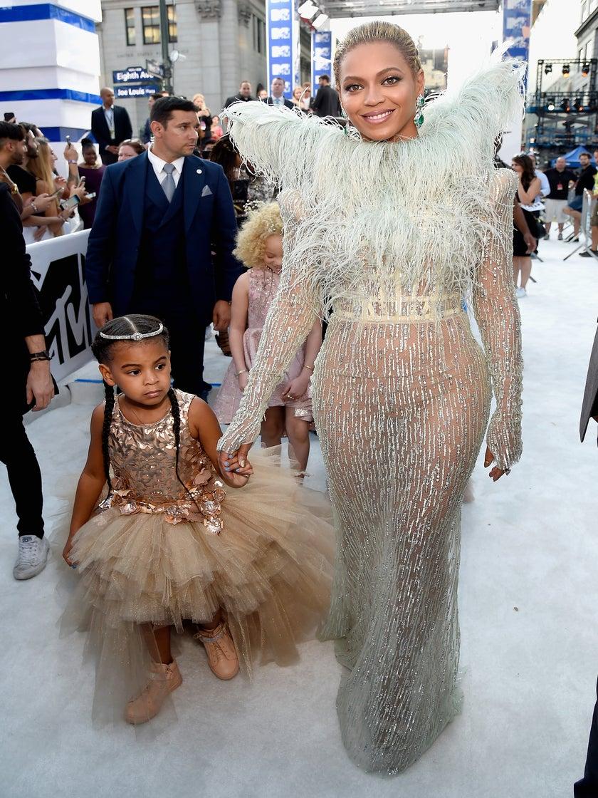 Beyoncé And Blue Ivy Bring All The #BlackGirlMagic On The VMAs Red Carpet