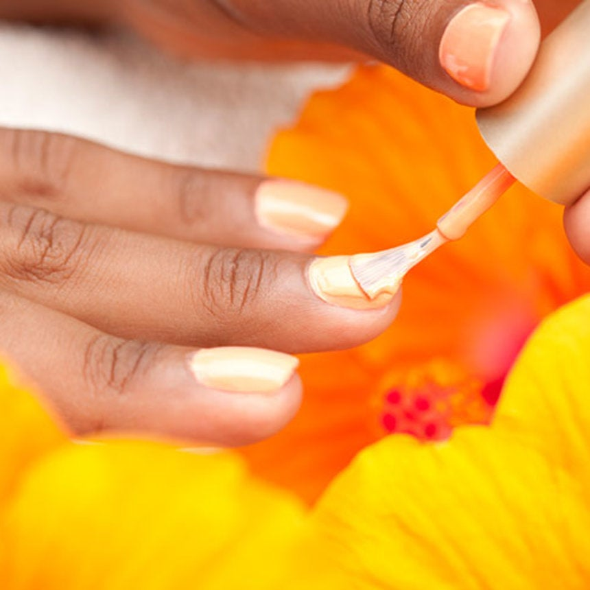 Tip On Removing A Gel Manicure - Essence