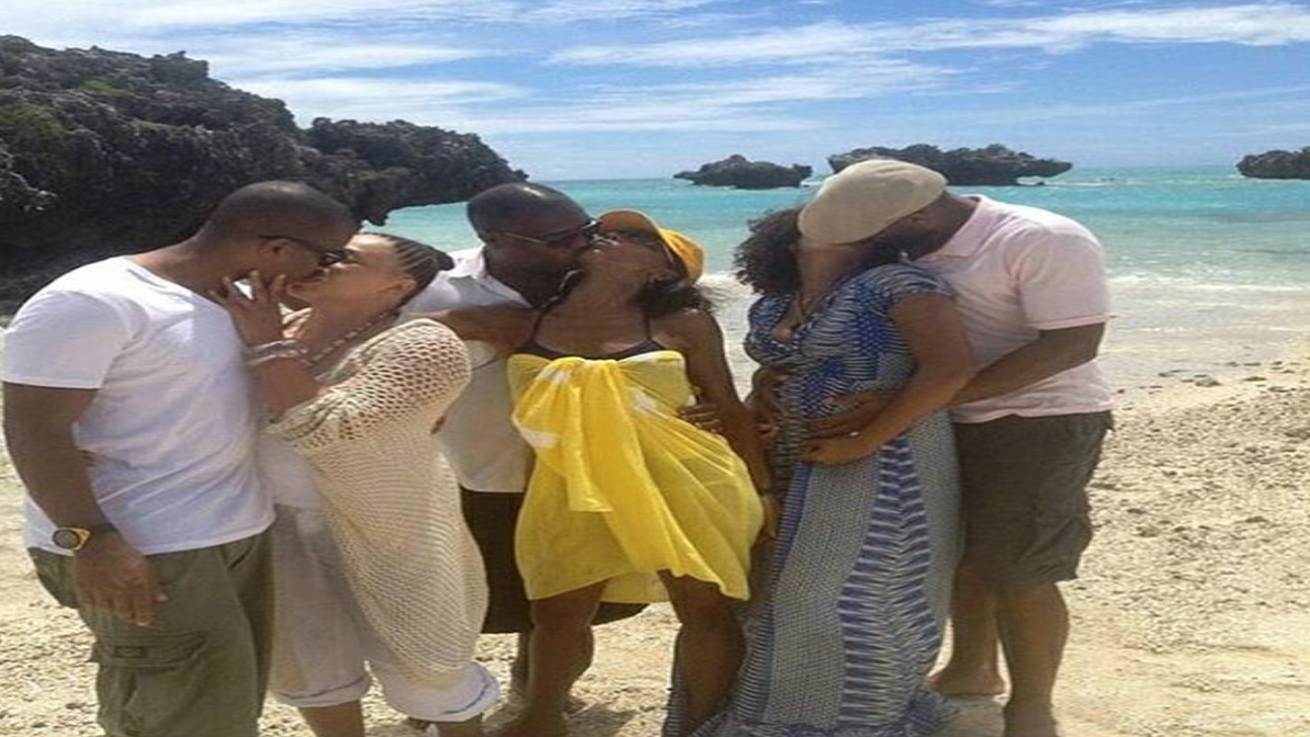 Nicole Ari Parker, Holly Robinson, Tisha Campbell and Their Hubbys Pose For The Ultimate #RelationshipGoals Photo