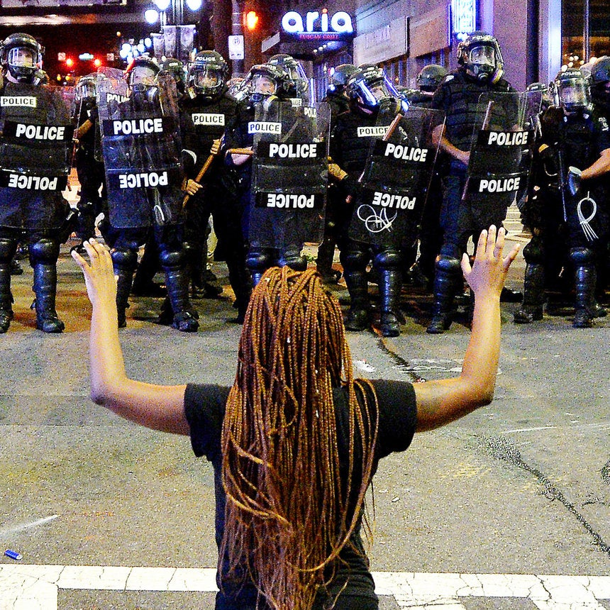 44 Harrowing Photos That Show The Pain and Hope Of The Charlotte Protests