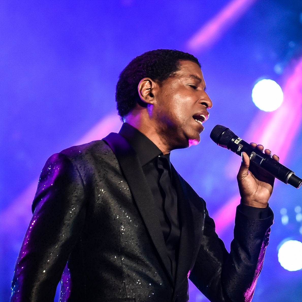 Babyface Closes His ESSENCE Fest Set with Chest-Baring Floor Run