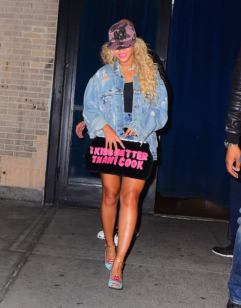 Beyoncé Made A Major Statement With This Super Chic 'I Kiss Better Than I Cook' Mink Clutch