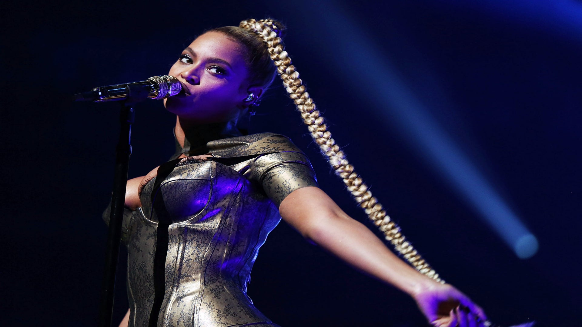 Beyonce Cuts Ear During Tidal X Concert and Doesn't Miss a Beat