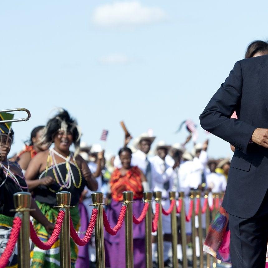 Usher Catches President Obama Turning Up To 'Hotline Bling'