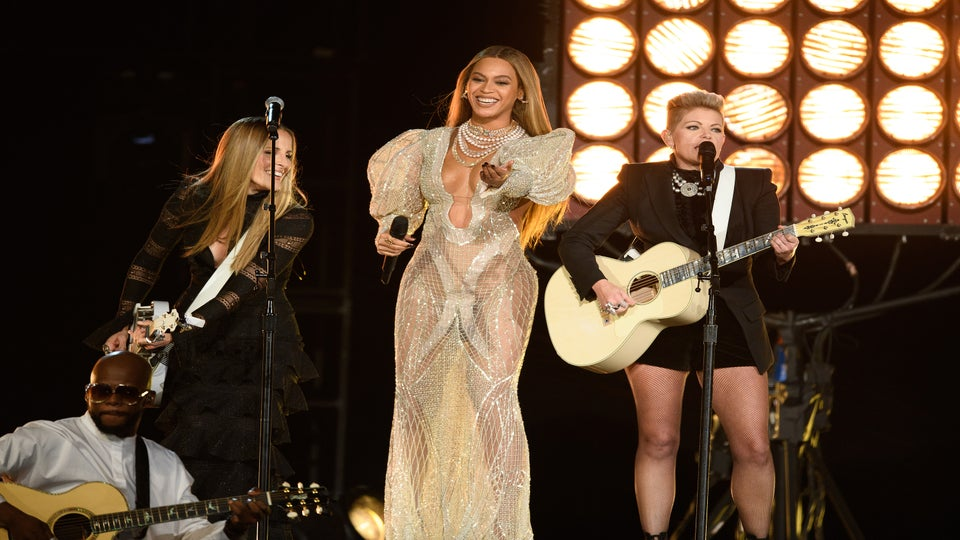 Beyoncé And The Dixie Chicks Completely Shut Down The CMAs and Fans Lost Their Minds