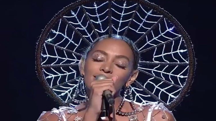 Solange Slays Performances Of 'Cranes In The Sky' and 'Don't Touch My Hair' on 'SNL'