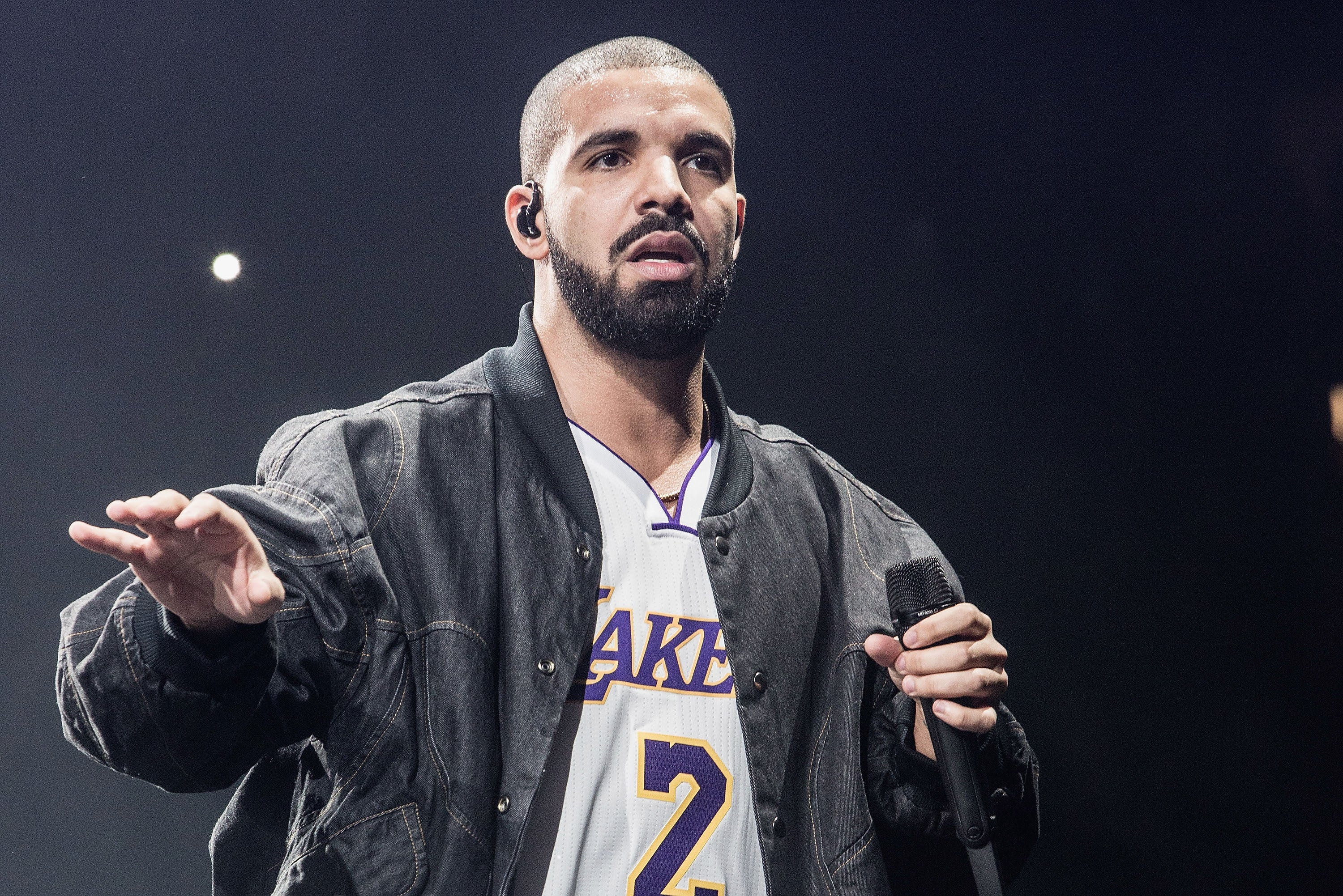 Watch Drake, Dave Chappelle, And Steph Curry Have A Meltdown As David Blaine Pukes Frogs