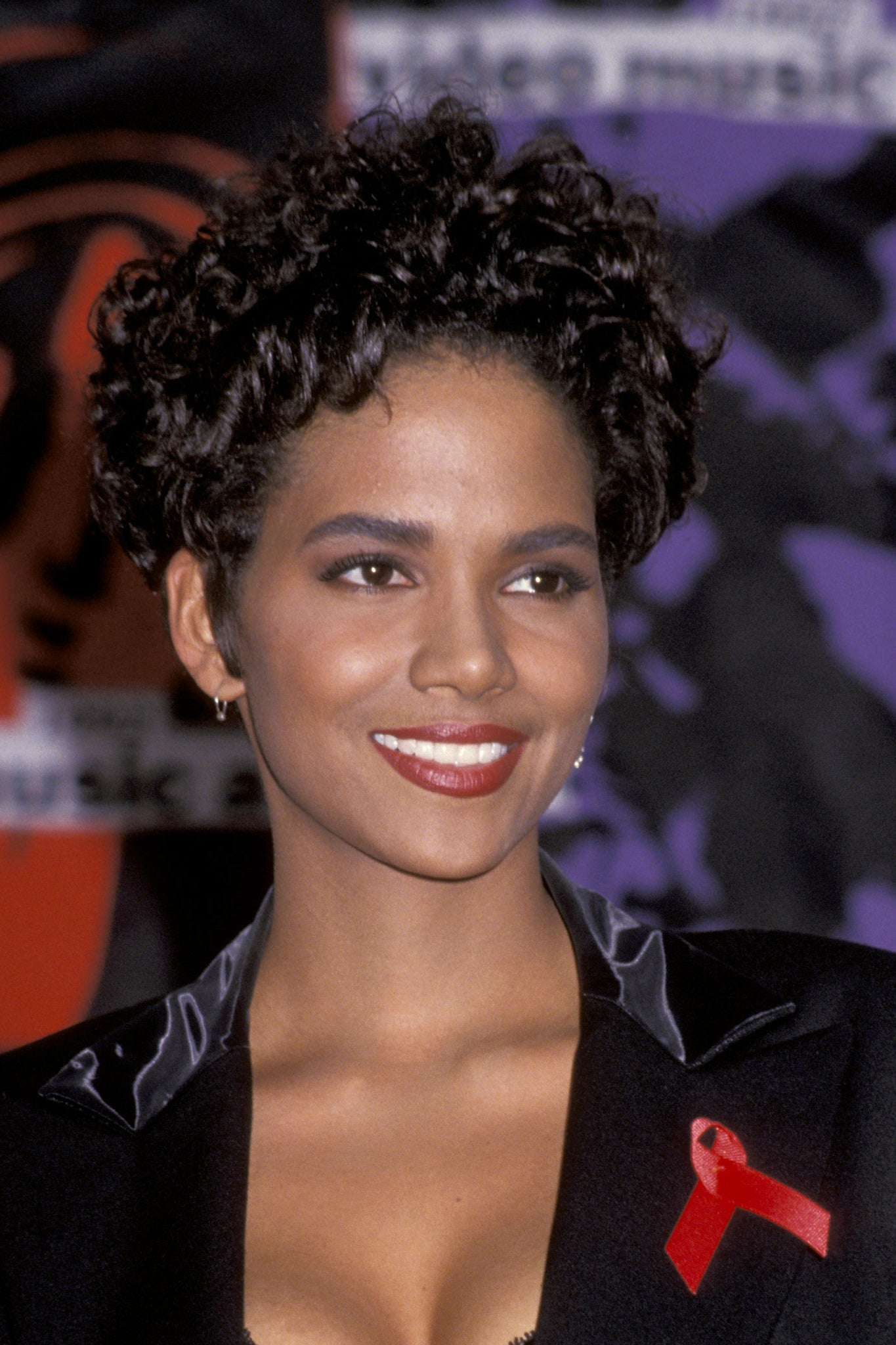 halle berry hair styles halle berry pixie hairstyles essence 5675 | 1992 GettyImages 75495851 master