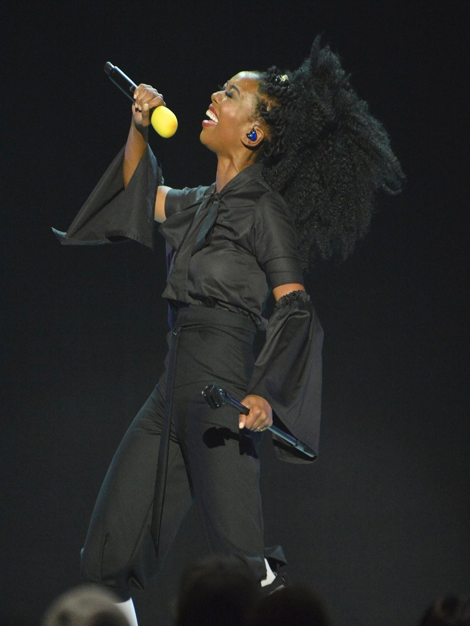 Watch Brandy Absolutely Slay During Her Lady Of Soul Performance at the Soul Train Awards