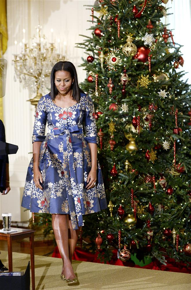 michelle obama gets into holiday spirit with gorgeous printed dress