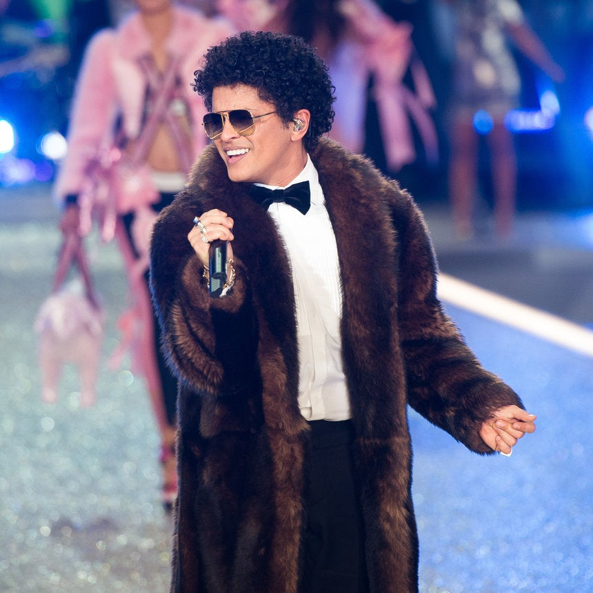 'A Band That Sings Together Blings Together!': Bruno Mars Gifts His Band $55K Watches