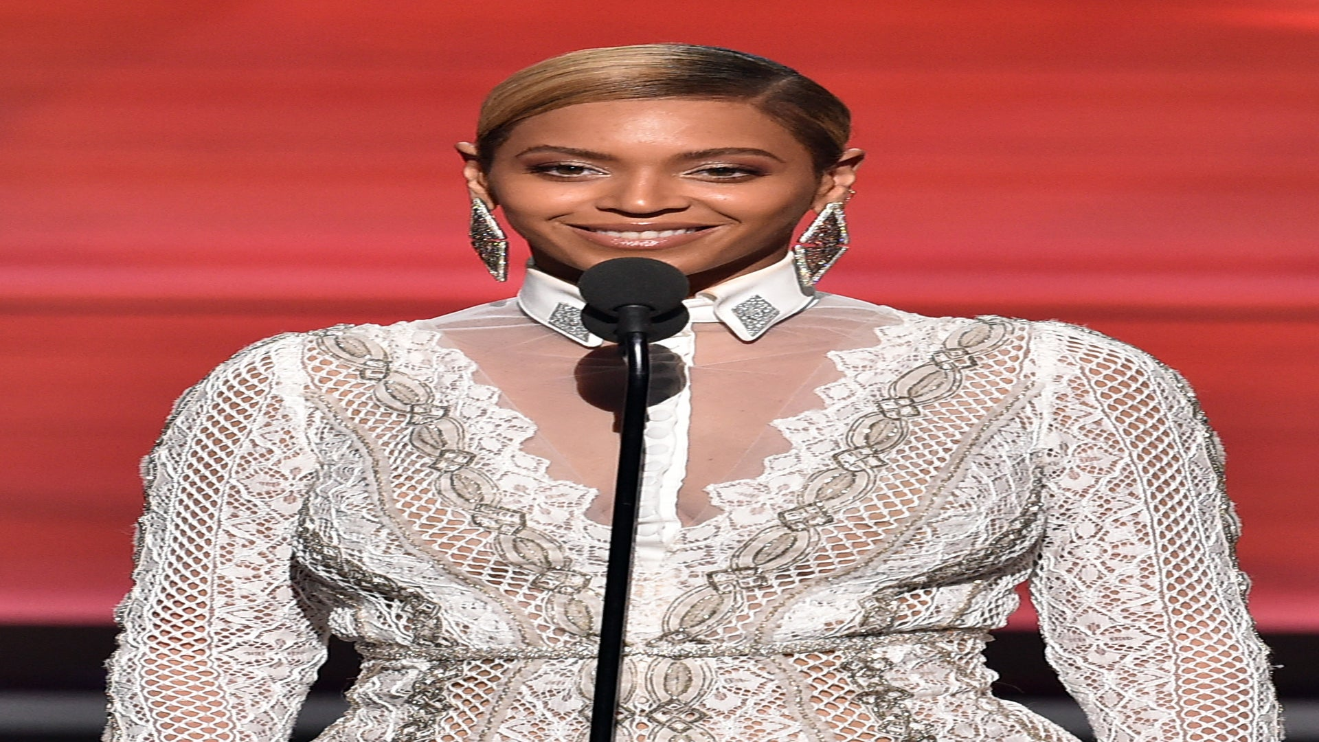 "Beyoncé is sued over Roc-A-Fella logo in ""Drunk in Love"" video"