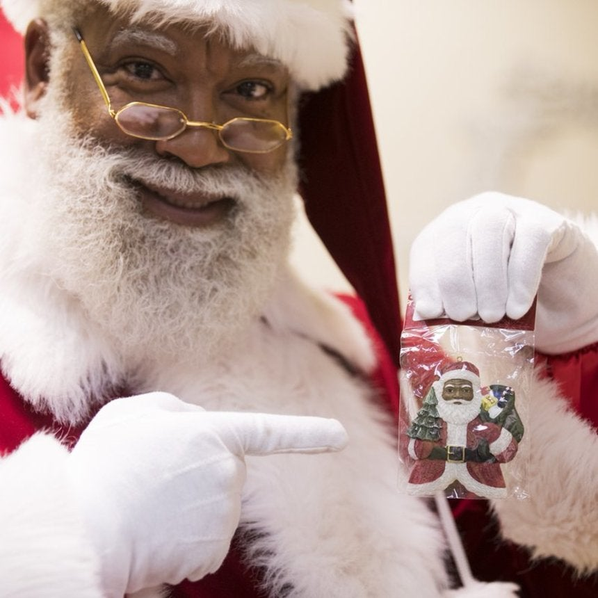 Mall Of America Debuts A Black Santa, Racists Lose Their Mind