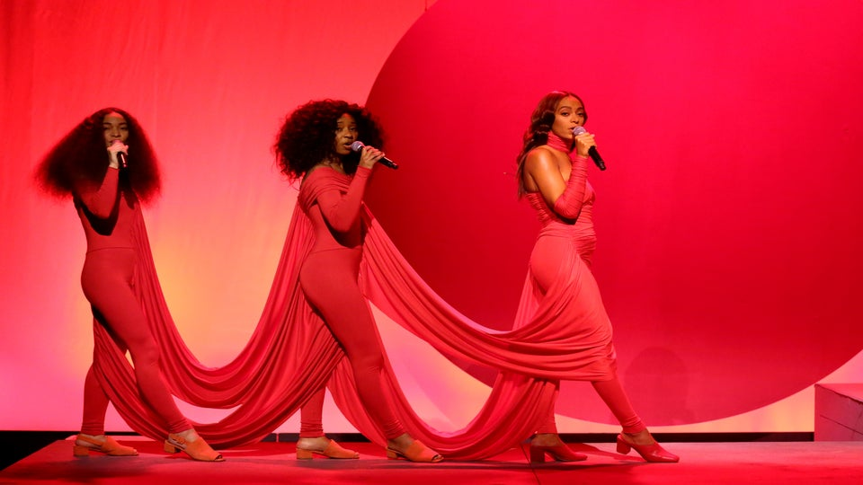 Solange Performs 'Rise' And 'Weary' On 'The Tonight Show With Jimmy Fallon' And Absolutely Slays