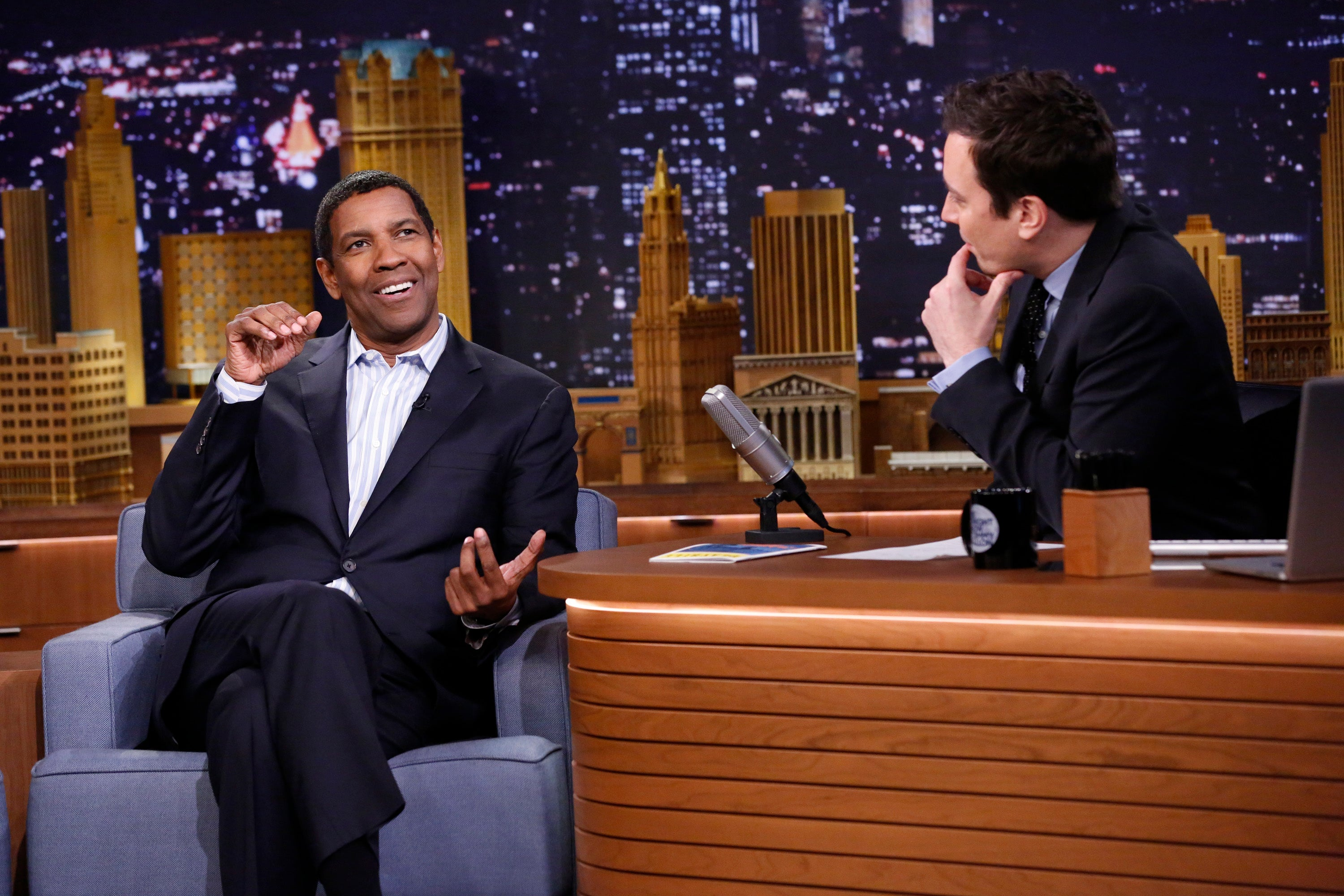 Denzel Washington Dramatically Reading Greeting Cards Is The Only Thing You Need To See Today