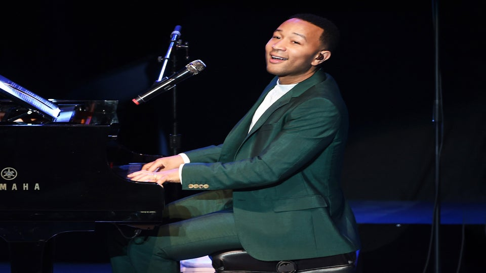 Watch John Legend Surprise Fans With An Impromptu Concert At A Train Station