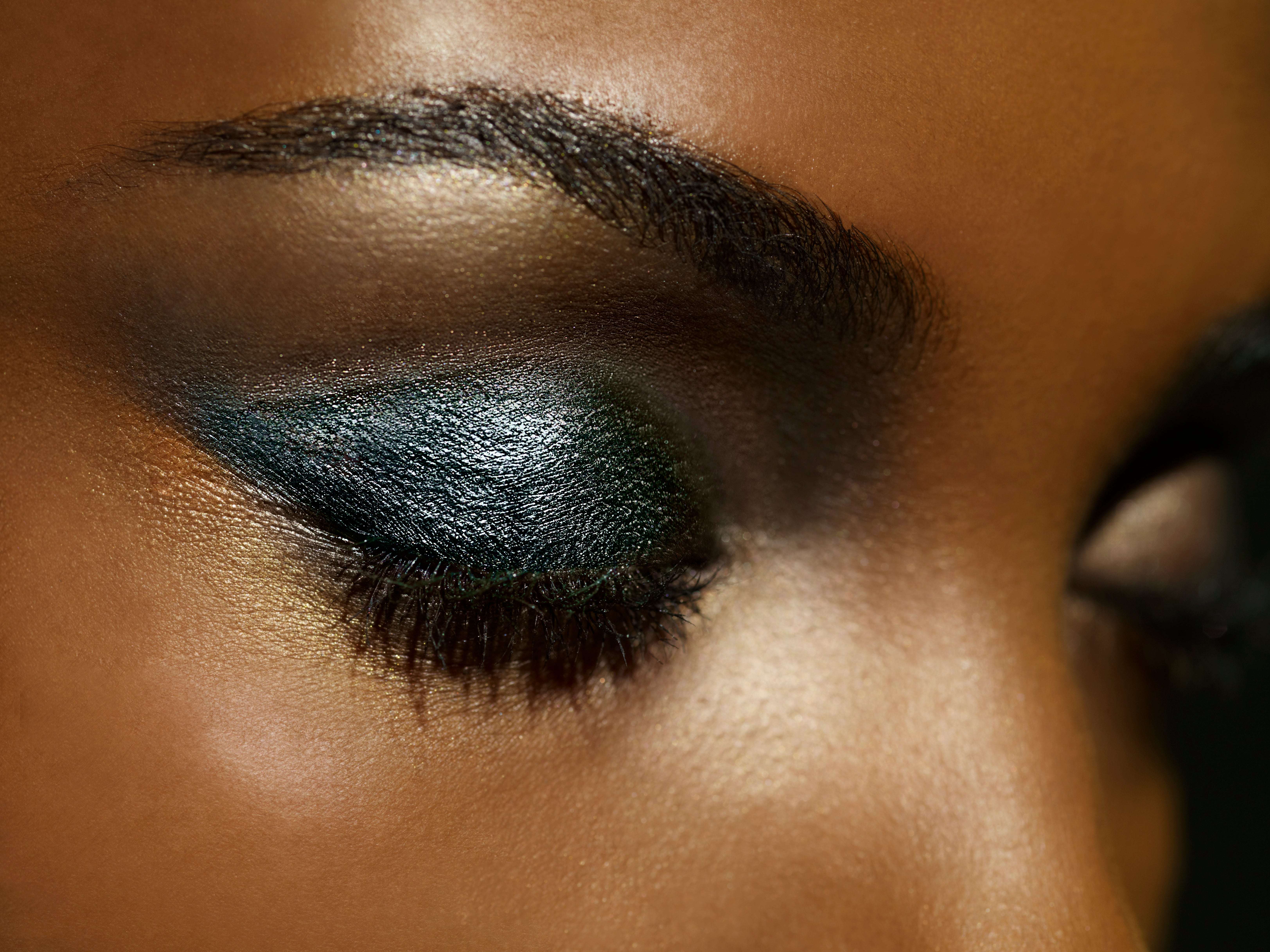 The Best Glitter Eye Makeup For A New Year's Eve Slay