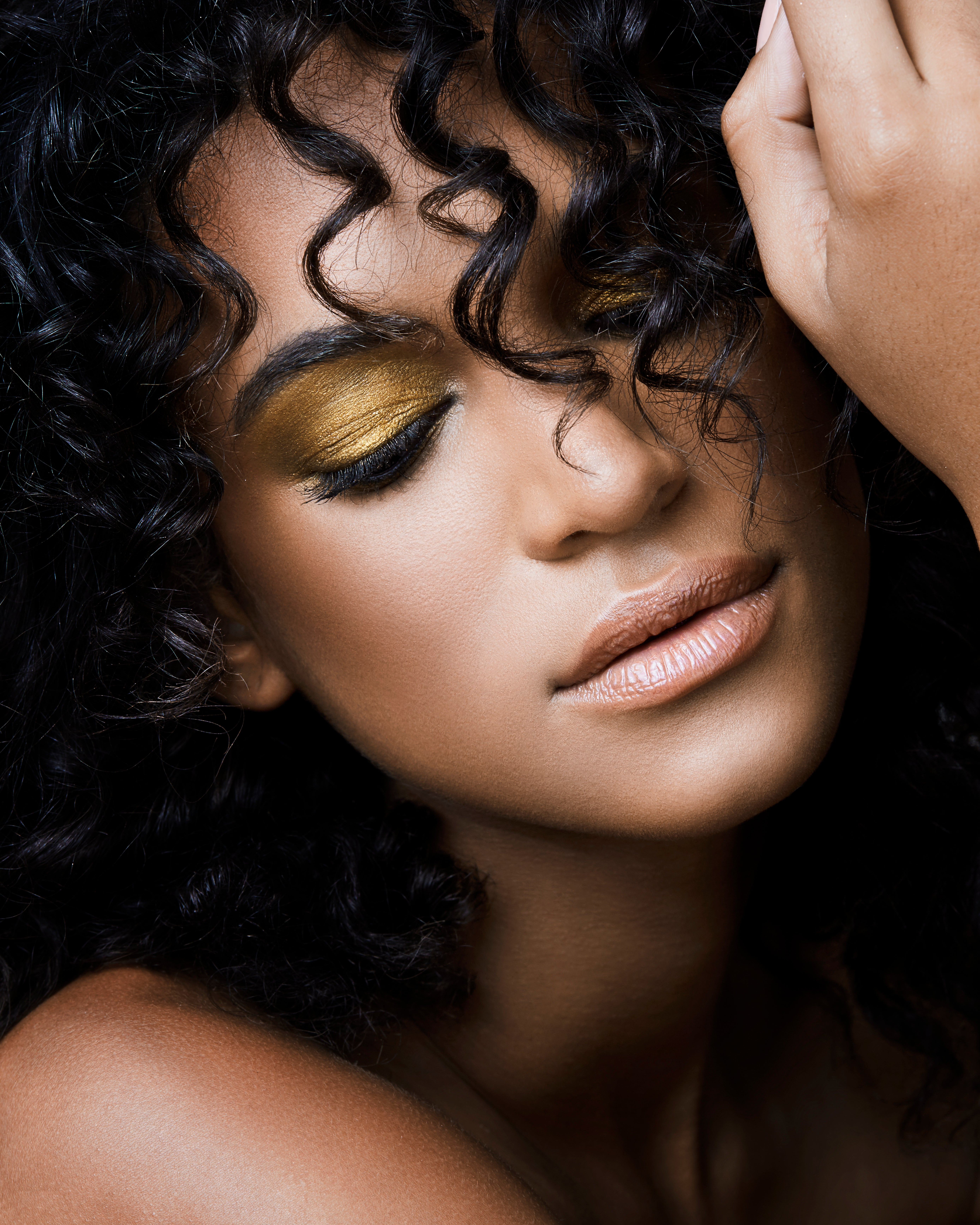 How To Apply Gold Eyeshadow Essence