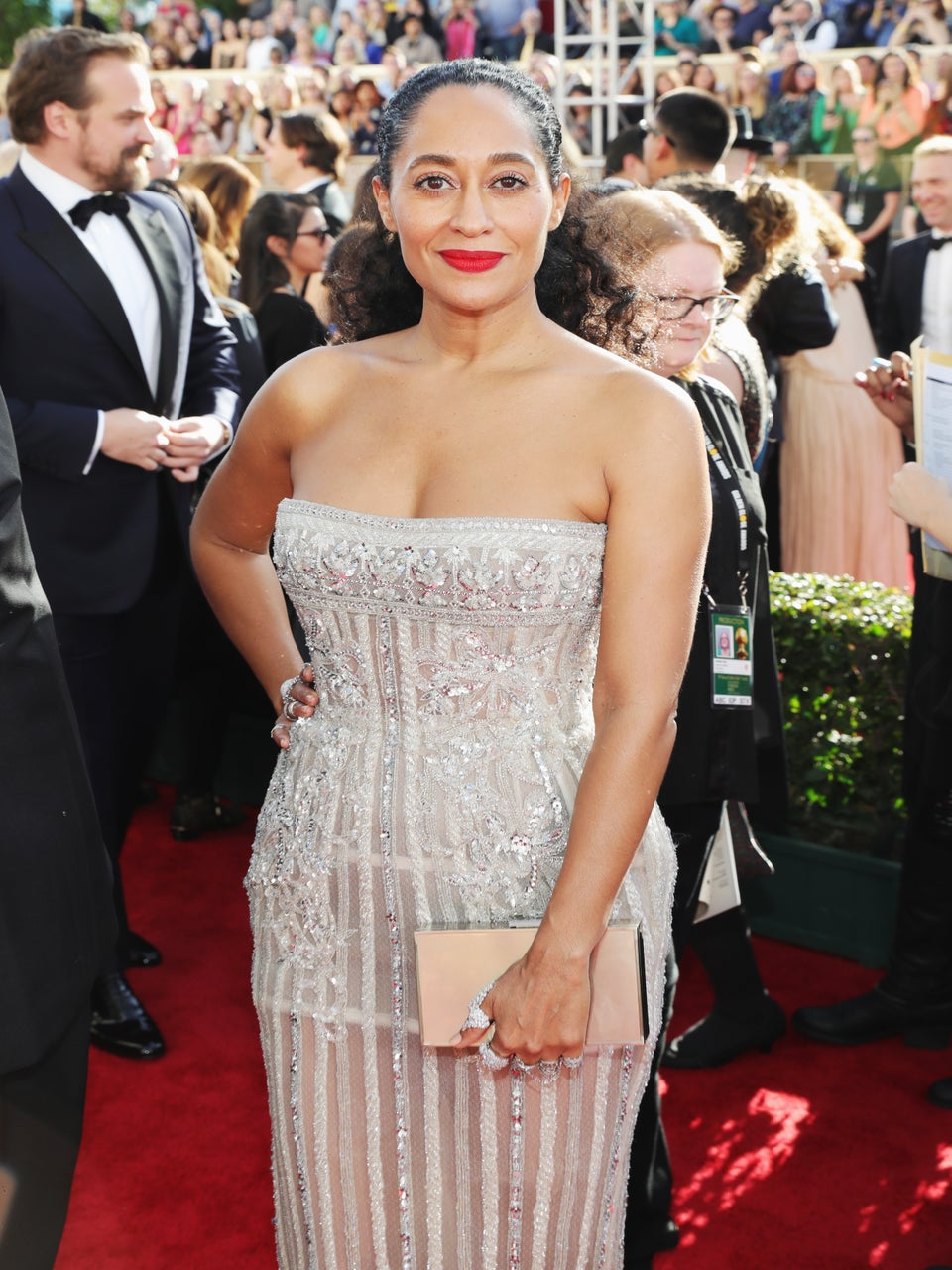 Tracee Ellis Ross Kicks Off The Golden Globes Red Carpet In A Flawless Ponytail