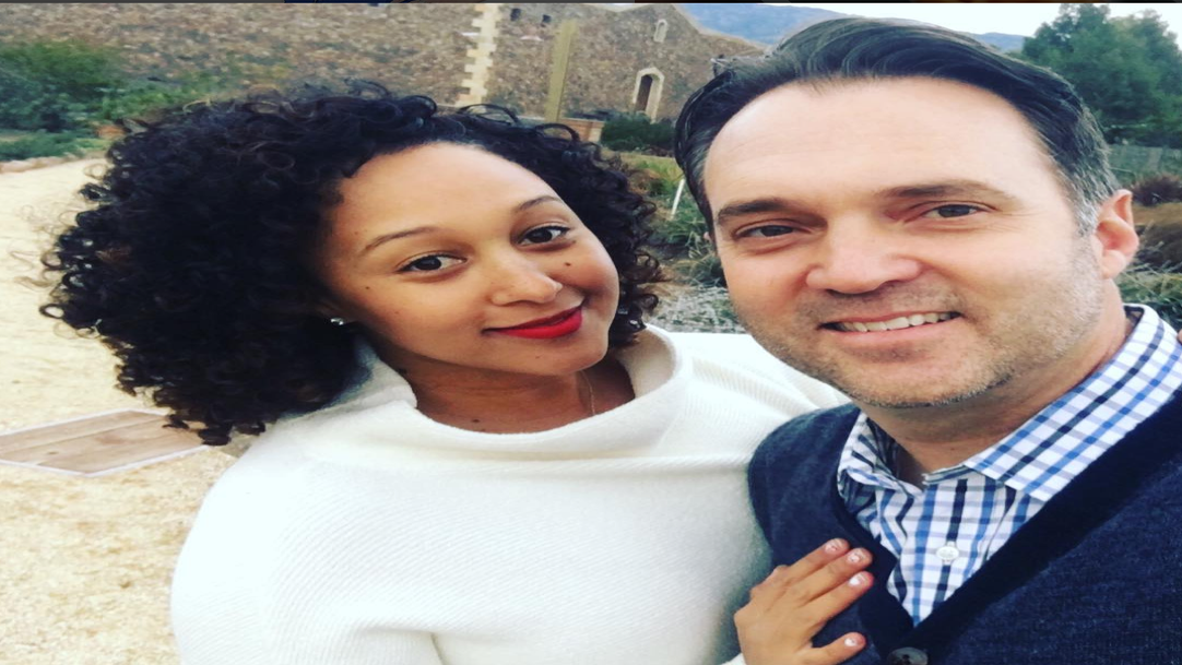 Tamera Mowry-Housley Gives a Thumbs Up To These New Interracial Couple Emojis
