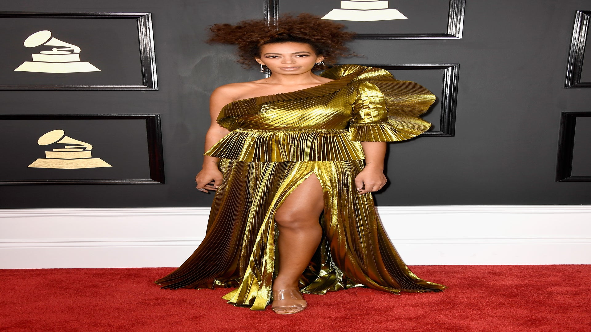 Solange's Towering Curls Are Perfection On The 2017 Grammys Red Carpet