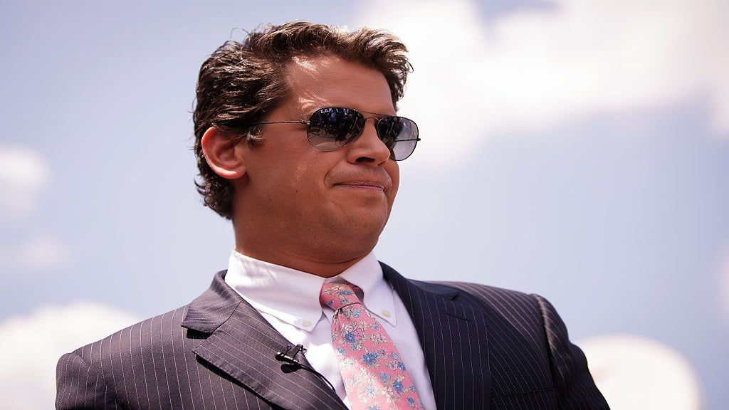 Milo Yiannopoulos Resigns From Breitbart News Amid Pedophilia Controversy