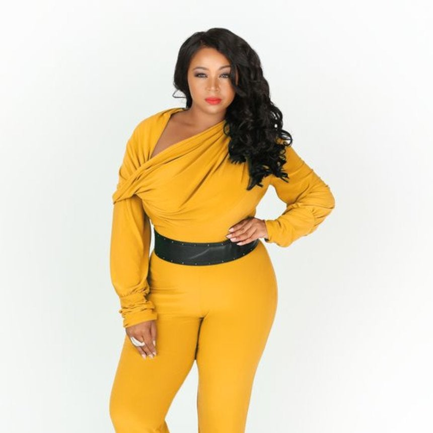 A Reminder That Yellow Looks Absolutely Amazing On Curvy Black Women