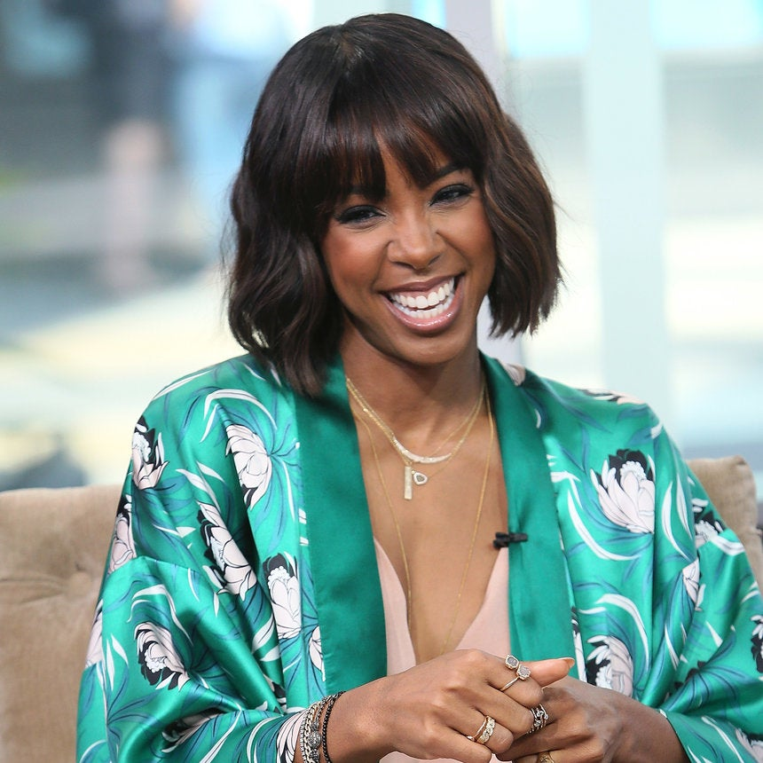 Kelly Rowland Shows Us What's Inside Her Purse