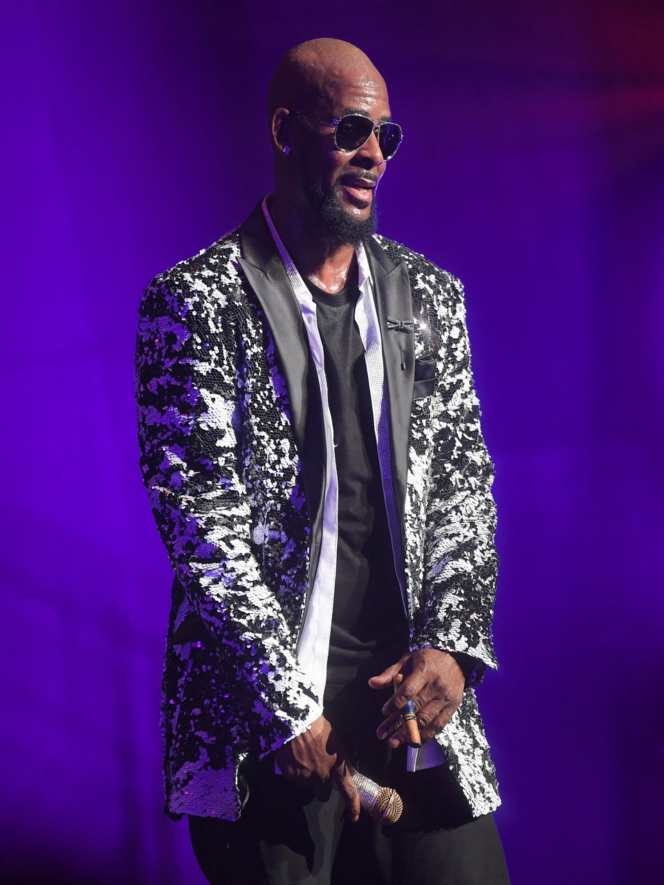 Mississippi Man Suing R. Kelly For Allegedly Having A 5-Year Affair With His Wife
