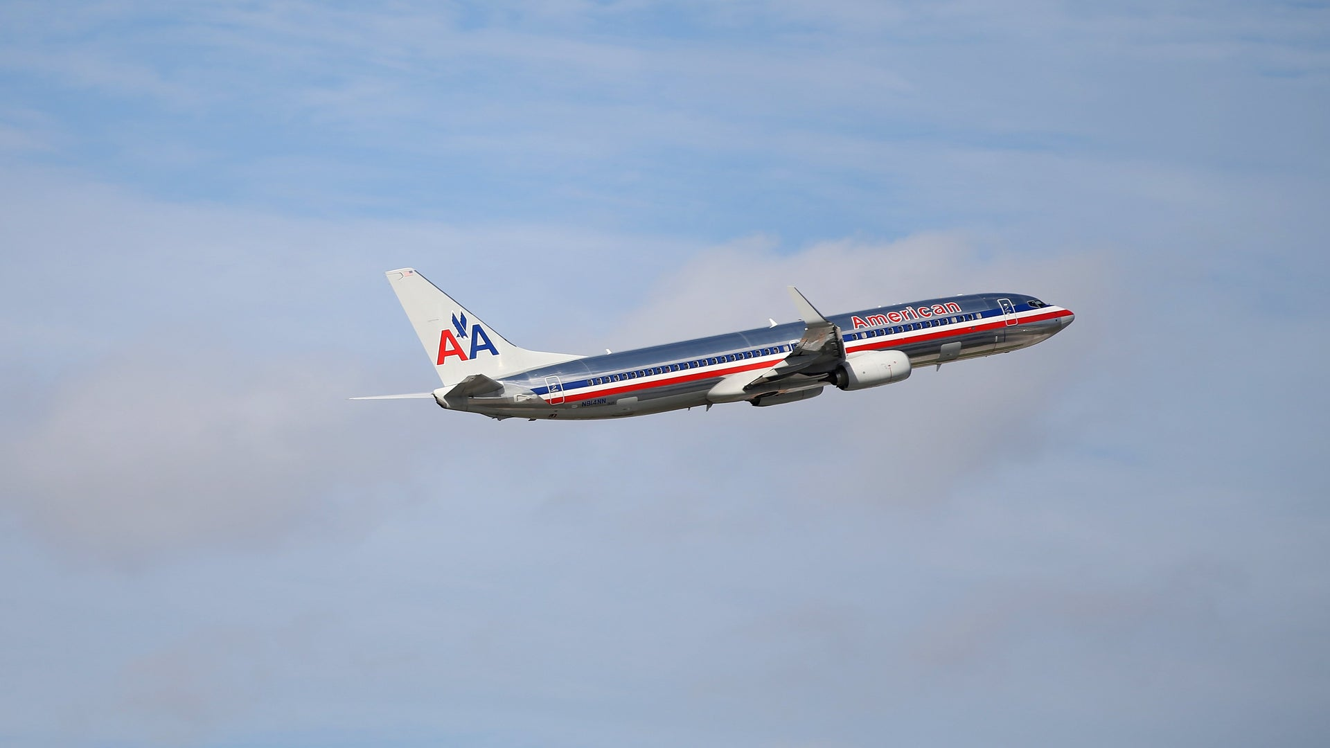 American Airlines Suspends Employee After Video Shows Altercation With Mom