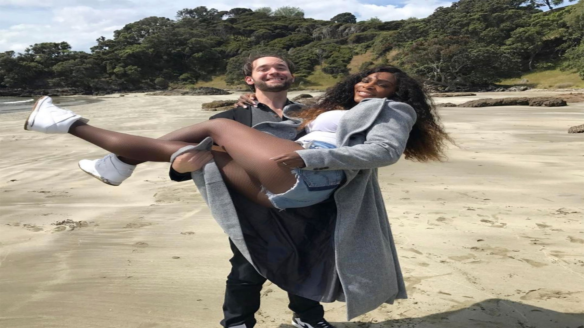 Serena Williams Gets Carried Away With Fiancé Alex Ohanian In Sweet Beach Snap