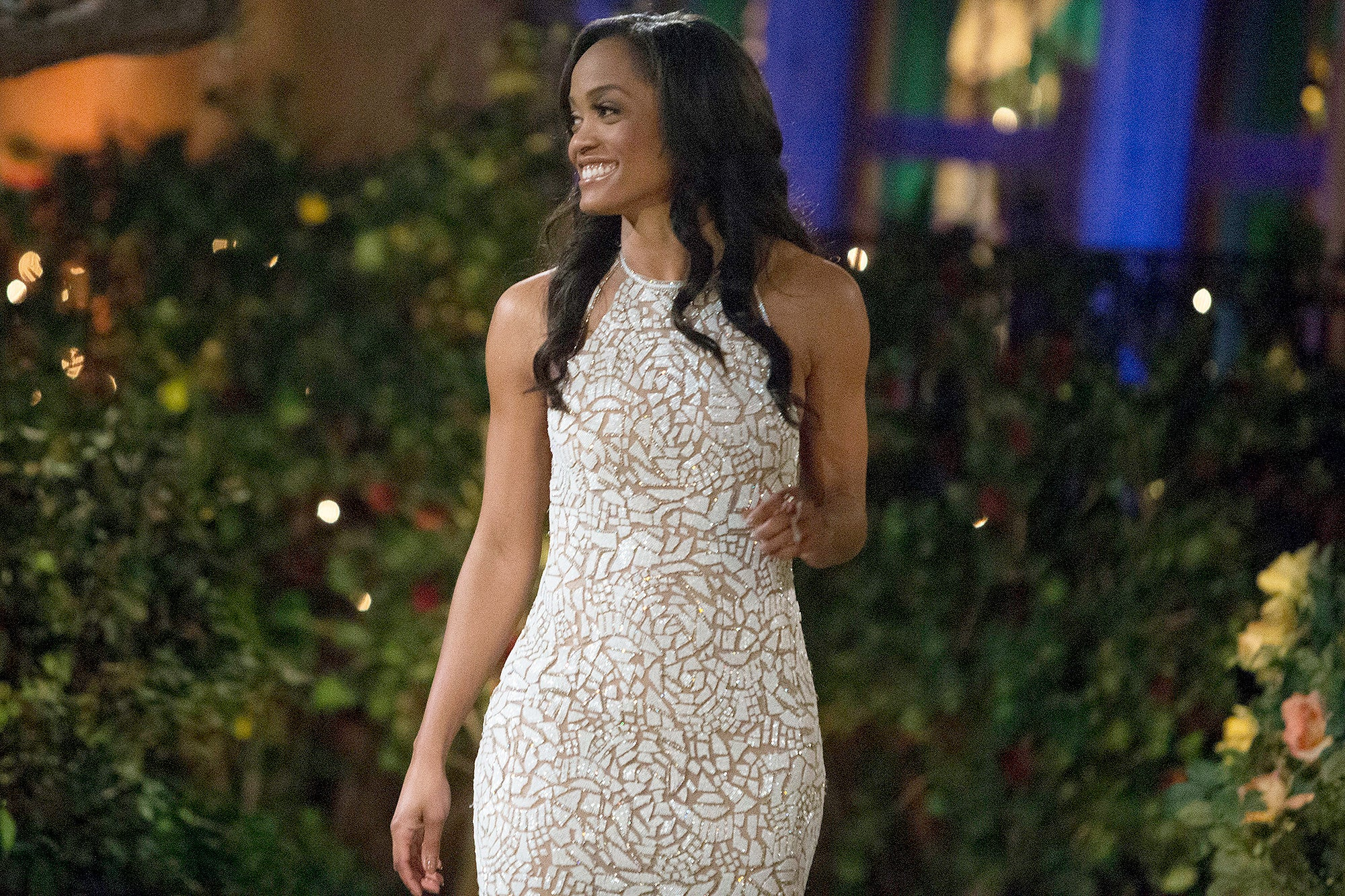 All About Rachel Lindsay S 25 Pound Dress From The Bachelorette Premiere
