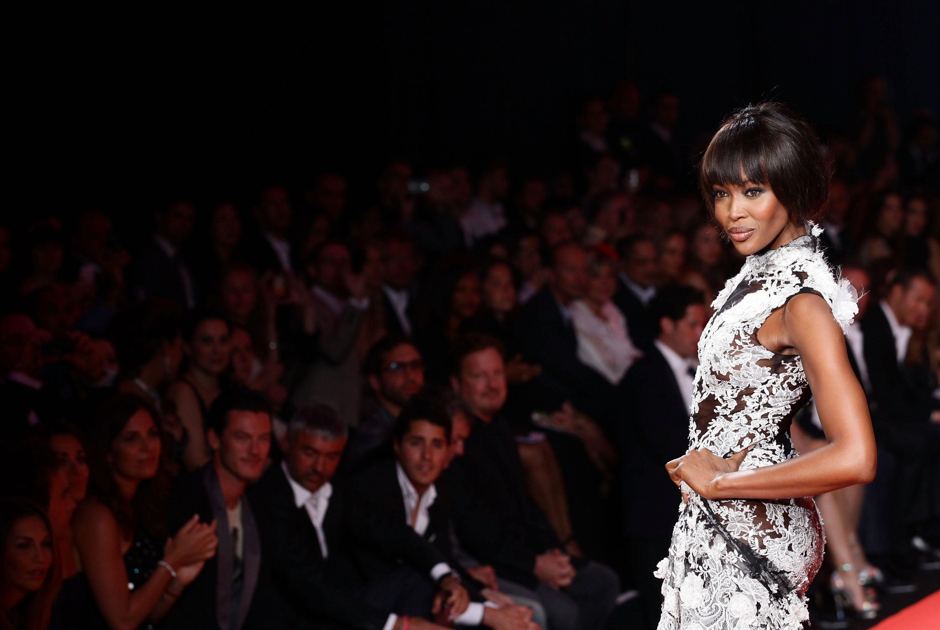 7 Times Naomi Campbell Snatched Wigs With Her Iconic Catwalk