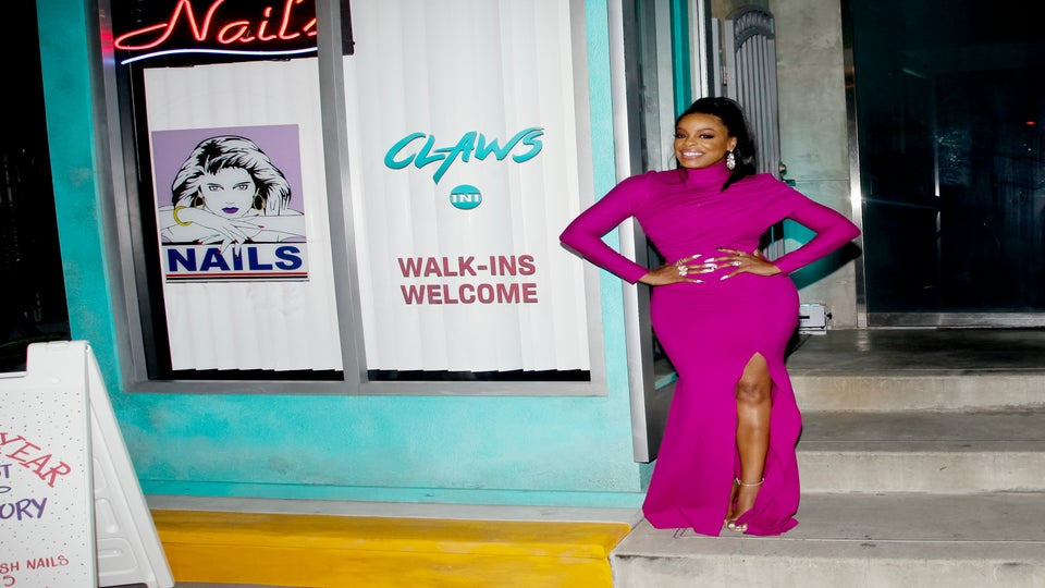 Look of the Day: Niecy Nash Better Push Through in This Killer Pink 'Claws' Premiere Look!