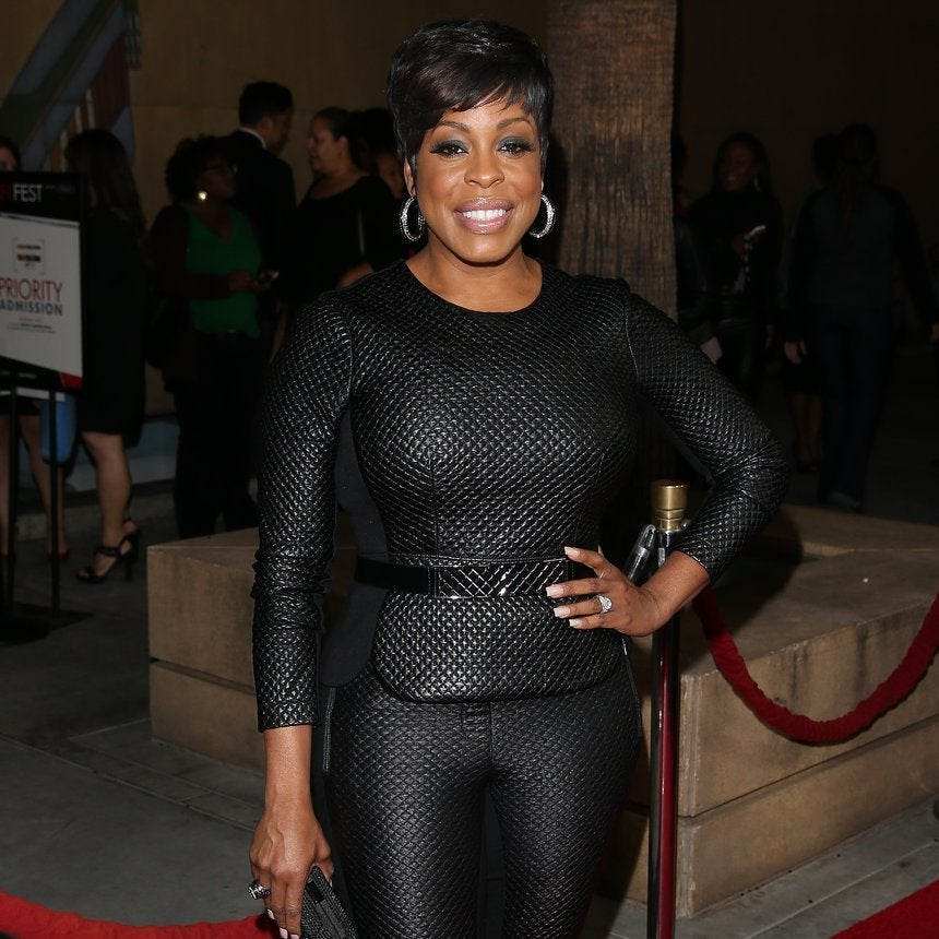 Niecy Nash's Dress 'Burst' and Fell Apart Before A Major Red Carpet Appearance