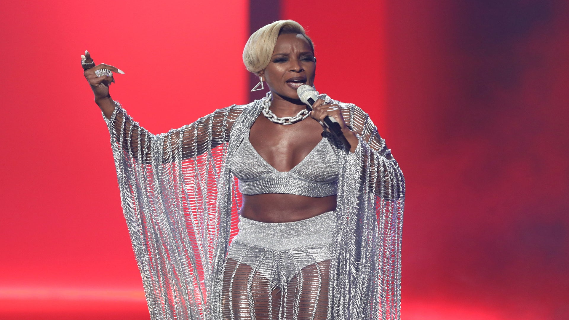 2017 ESSENCE Fest Performer Mary J. Blige Shuts BET Awards Stage Down in Killer Chain-Link Silver Ensemble
