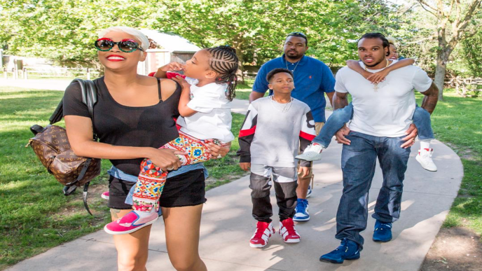 Monica And Shannon Brown Enjoy the Detroit Zoo With The Whole Family