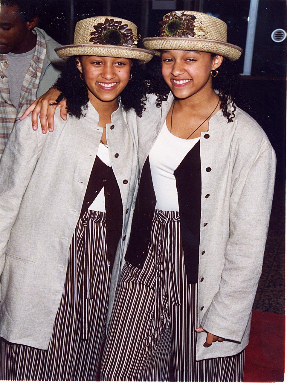 15 Photos Of Tia And Tamera That Prove They Were The Queens Of 90's Style