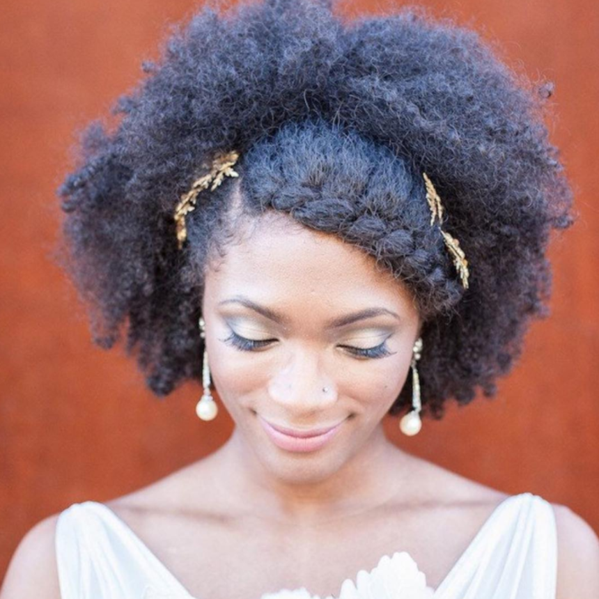 6 Easy and Weatherproof Ways To Style Textured Hair For a Beach Wedding