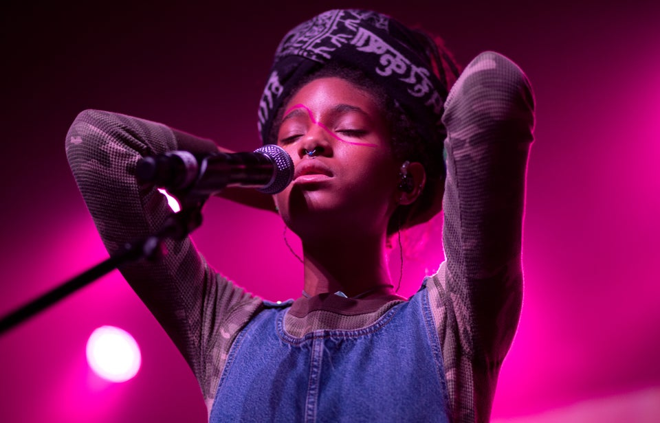 Willow Smith's Abstract Makeup Is Too Cool To Ignore
