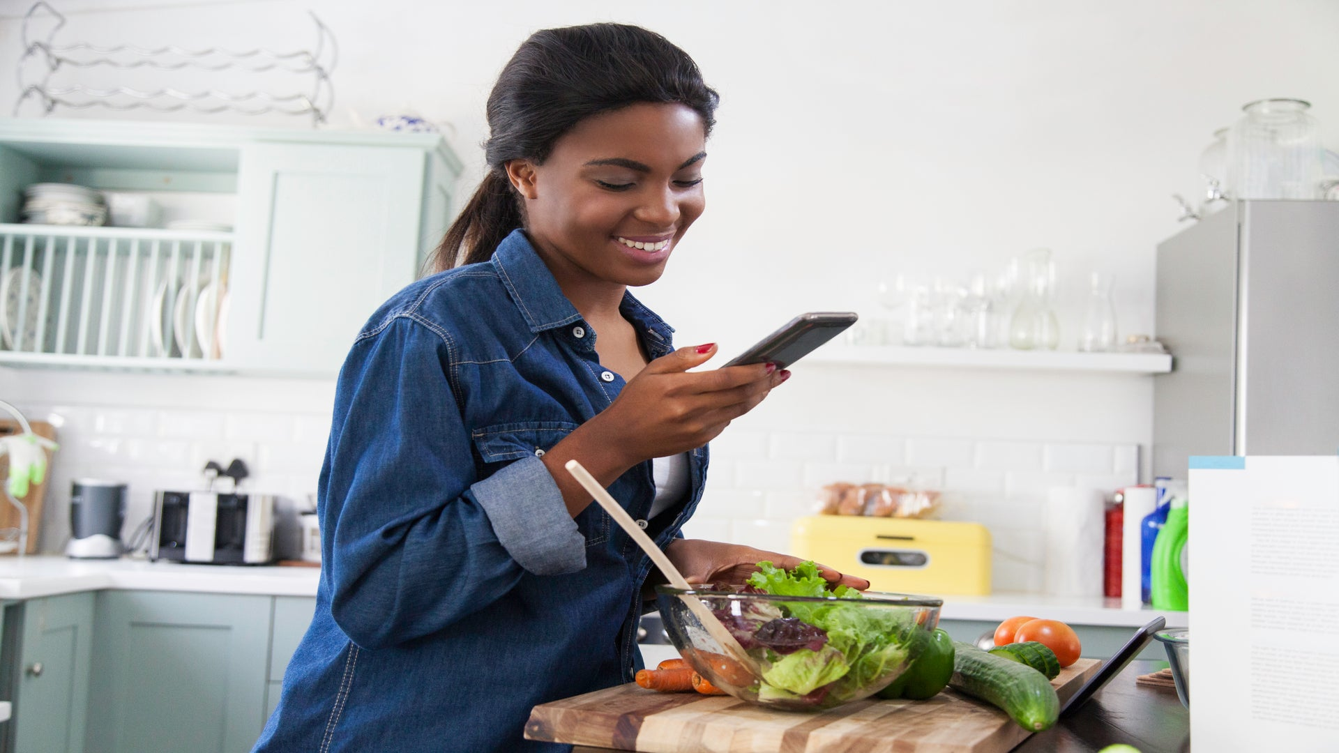 The Upgrade: 3 Apps To Help You Eat Healthy and Get Your Body Right